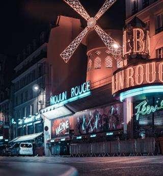 Les cabarets parisiens : l'esprit festif de la capitale