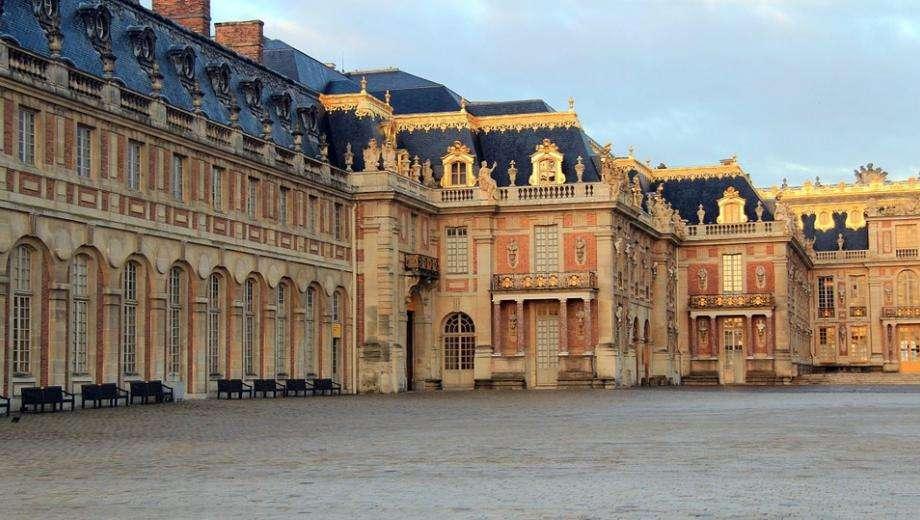 The splendor of Versailles Castle