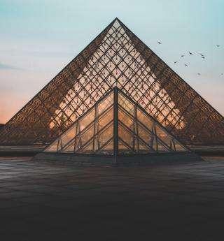 Tombez amoureux du Musée du Louvre à Paris