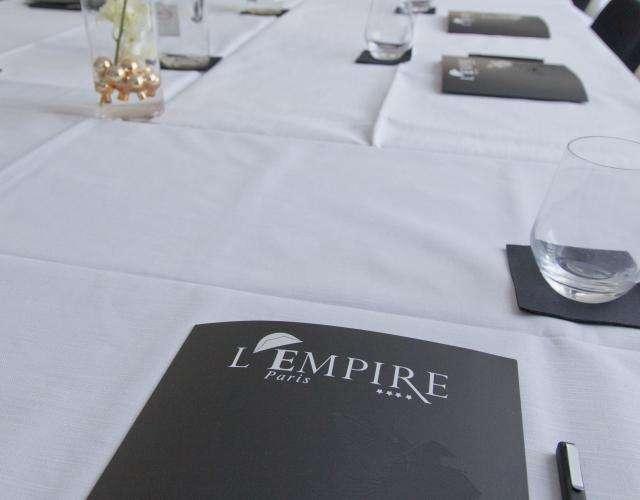 L'Empire Hotel - Médias